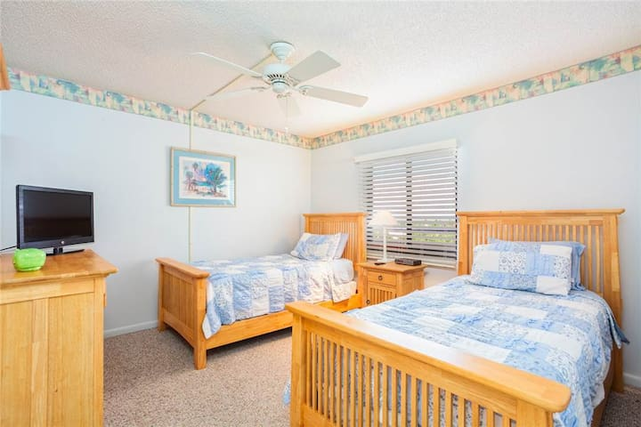 Sandarac B609, Gulf Front, Elevator, Heated Pool - Fort Myers Beach - Condominium