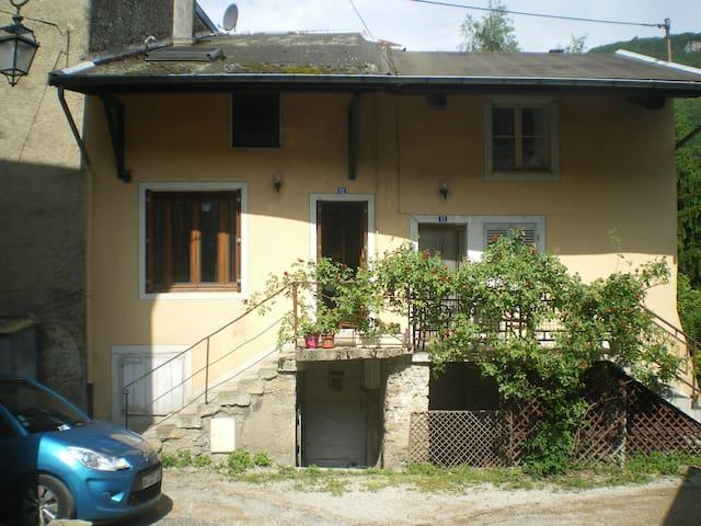 maison avec jardin - Saint-Rambert-en-Bugey - House