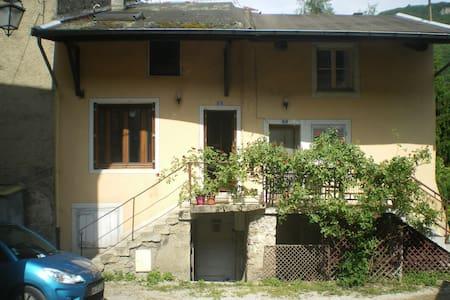 maison avec jardin - Saint-Rambert-en-Bugey