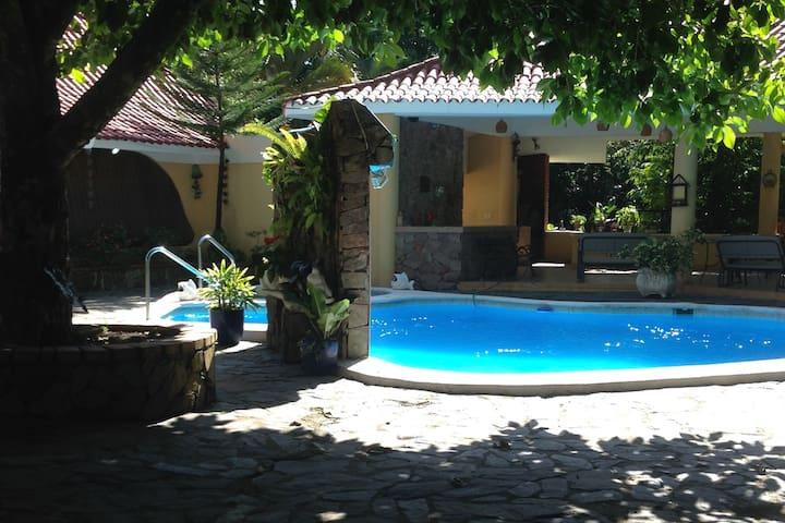 CASA DE CAMPO PARA UNAS VACACIONES - Piedra Blanca - Huis