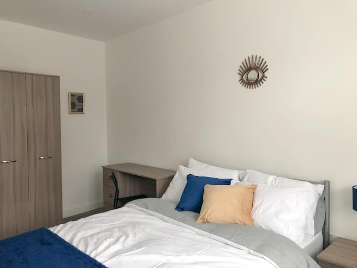 Contractors! Parking, kitchen - ONLY 12min to city