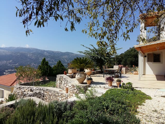 House on a mountain side with panoramic views - Agia Effimia - Casa