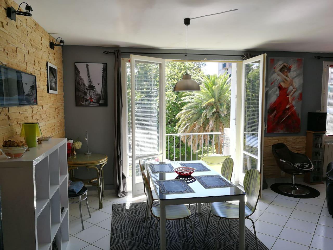 Double living room , Salle à manger,  sur parc arboré