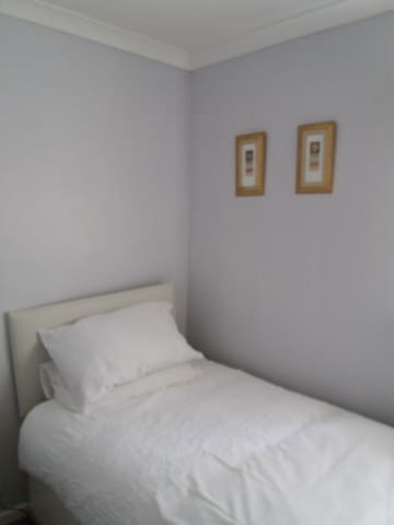Female only Room near Crowne Plaza Hotel Belfast