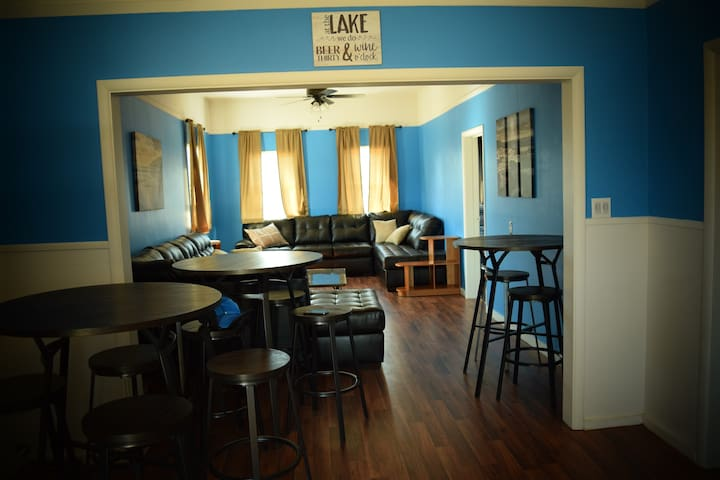Downtown, Group Friendly Apartment Above Brewery! - Traverse City - Apartment