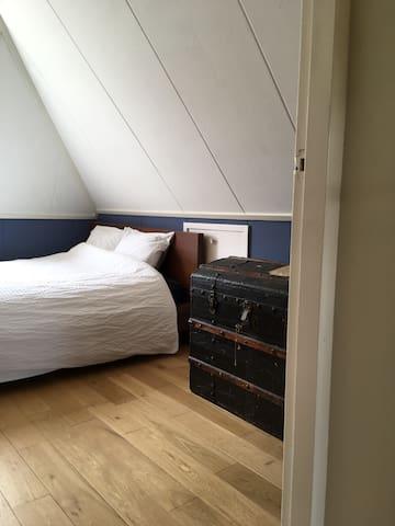 Fijn bed, fijne kamer, fijn huis, fijne locatie!