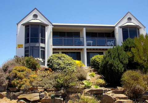 2-storey house, fantastic sea views, open plan
