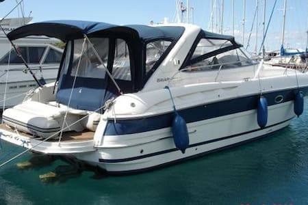 Cabin on motoryacht near center & private beach - Murter - Boat