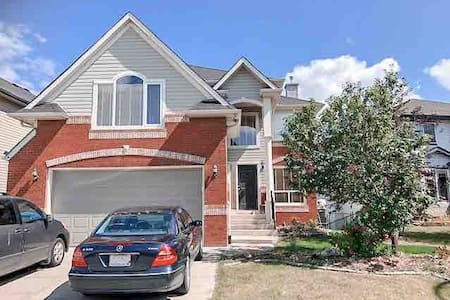 Chestermere Lake Home, 20 min from YYC Airport.