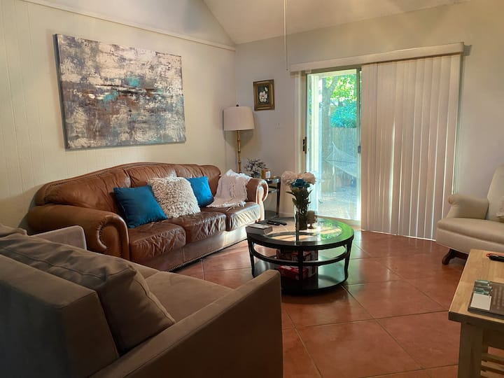 Cozy 2/1 Duplex minutes away from SoCo and DT