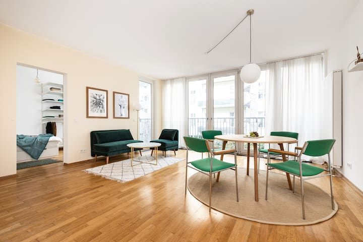 [NEW] A Mid-century Modern Apartment on the River