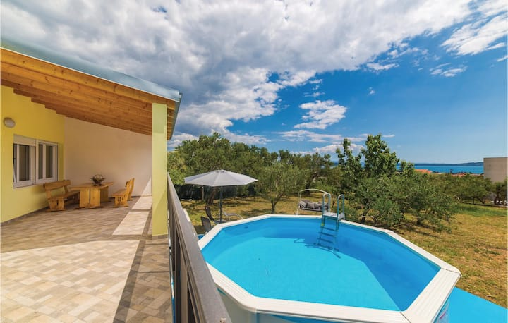 Awesome home in Kastel Stari with WiFi and 3 Bedrooms