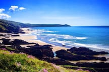 Whitsand Bay lies 6 miles to the east of Downderry. Lifeguarded from May to September it has great waves for surfing and stunning walks. Always check tide times to avoid getting cut off by the tide and swim between the red and yellow flags that the lifeguards supervise when on duty.