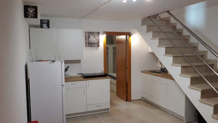AMниз. Lovely flat in central area, 70m from ocean