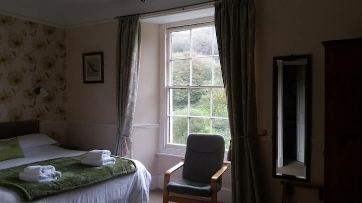 Visit Ilfracombe - Quiet & Relaxing