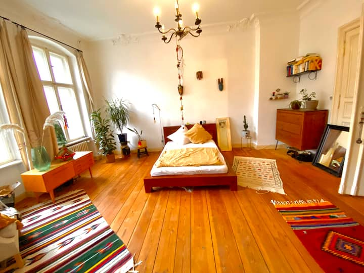 Spacious room (25 sqm) in shared flat (130 sqm)