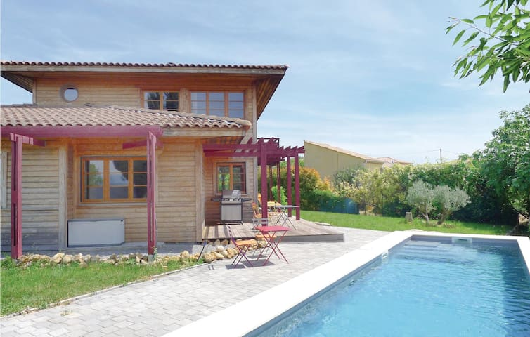 Holiday cottage with 3 bedrooms on 150 m² in Thezan-les-Béziers