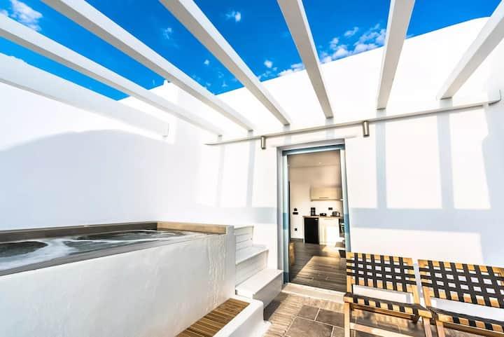 Honeymoon Suite | Outdoor Hot Tub & Sea View