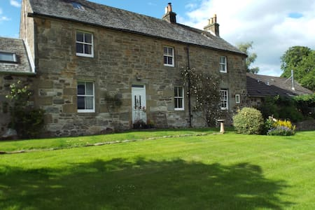 Riskend Farmhouse - North Lanarkshire - House