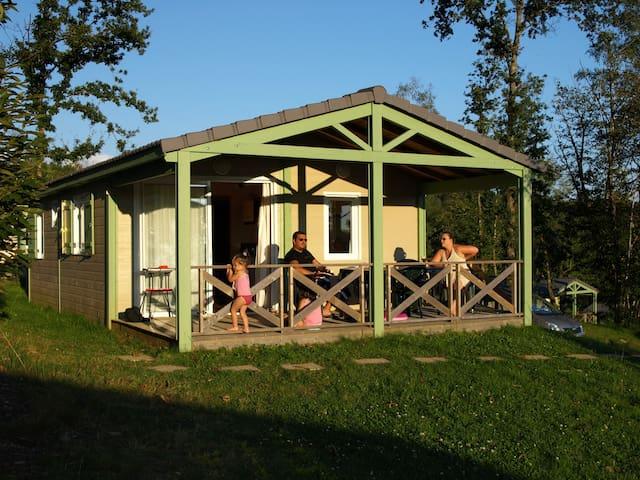 Chalets 2 personnes en Corrèze avec piscine - Beynat - Chatka w górach