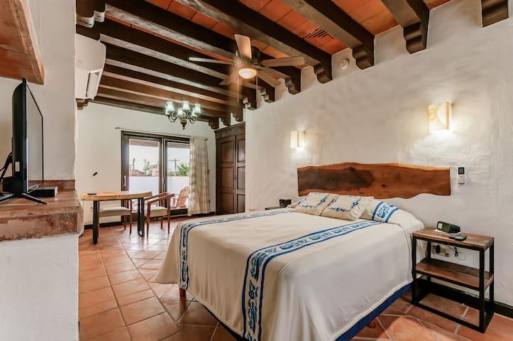 Beautiful Room at Granada 24, Room 7