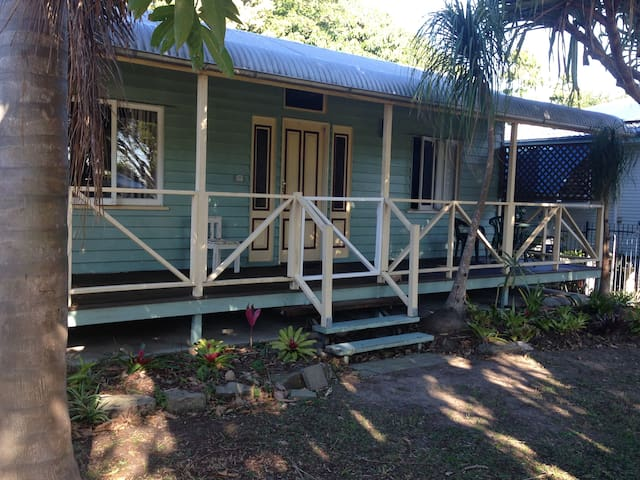 Cute cottage in quiet area of Wynnum West - Wynnum West