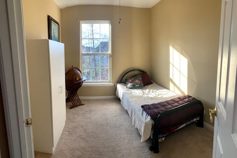 Private room 15 mins from IAD airport