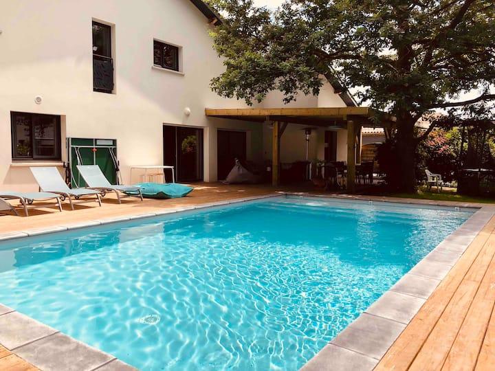 Villa proche plage, piscine chauffée et jacuzzi