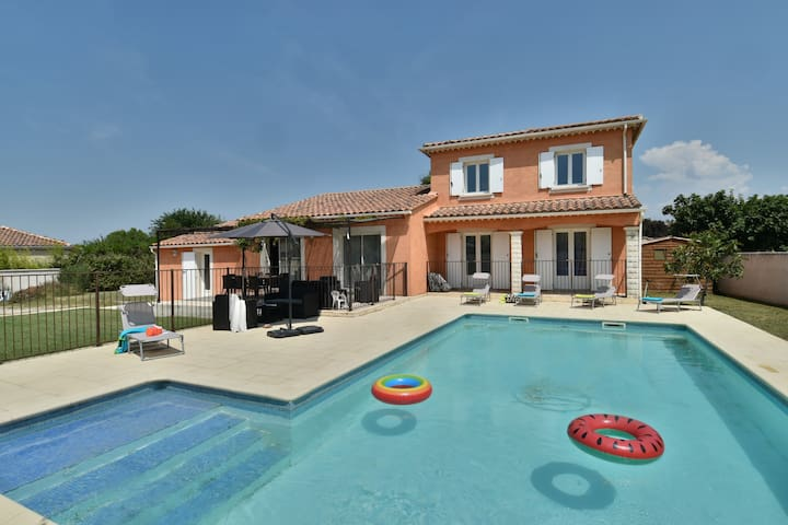 Grande villa avec piscine et vue sur le Luberon