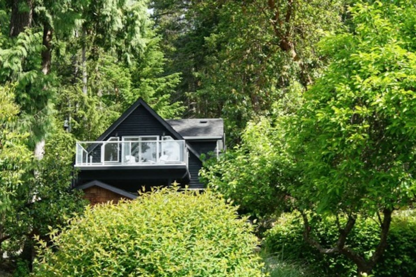 Nestled in the trees, access to private beach, close to Butchart Gardens, the Swartz Bay and Mill Bay ferries, and Victoria International Airport.