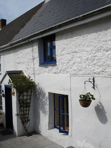 Quaint Whitewashed Cornish Cottage Close to Sea - Cubert - Haus