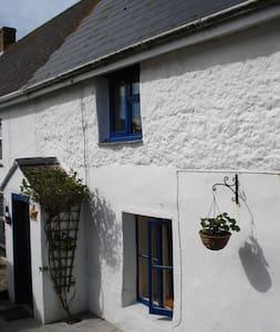 Quaint Whitewashed Cornish Cottage Close to Sea - Cubert - Ev