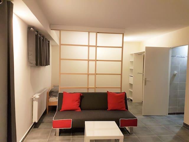 Studio indépendant dans une maison