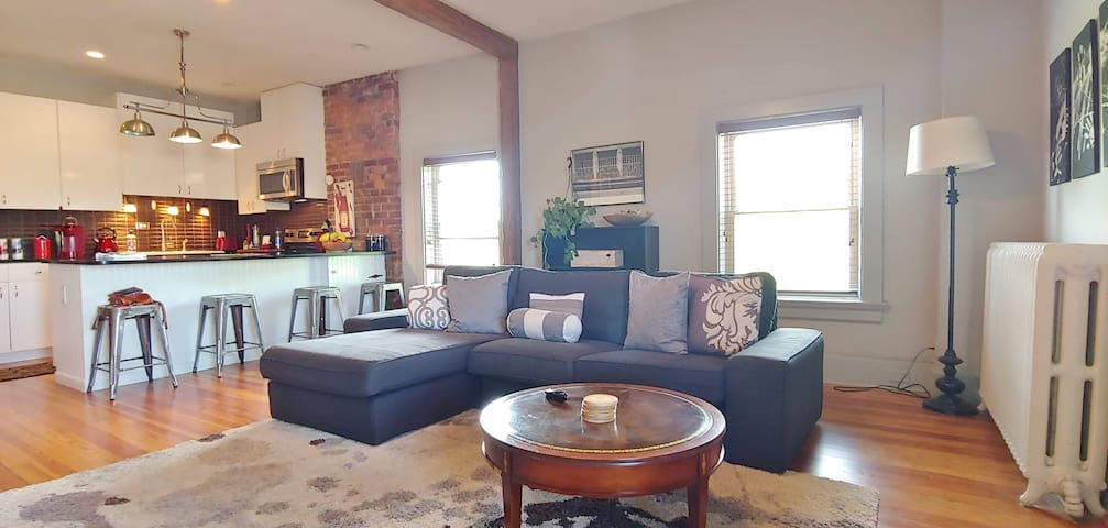 Beautiful 2 Bedroom Apt in renovated mansion! R-6