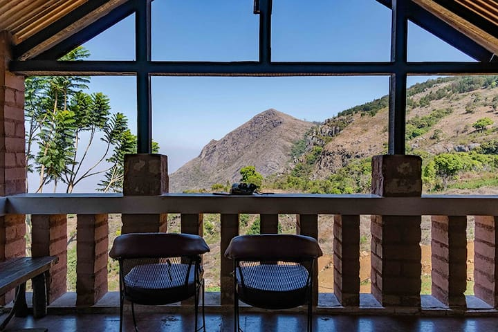 ⭐Wild Walkers⭐Pvt balcony room w/ mountain view