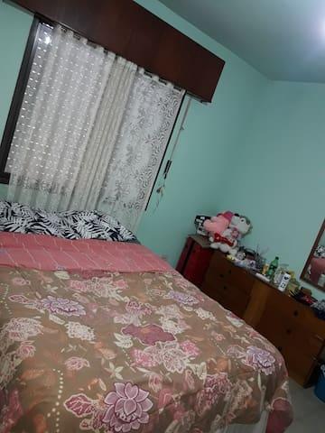 Un dormitorio privado en Casa de familia