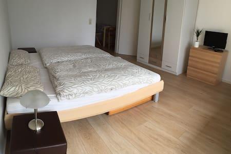 Schöne 1 Zi-Wohnung mit Balkon - Ottobrunn