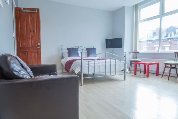 Bright first floor studio in vibrant Chorlton - Manchester - Daire