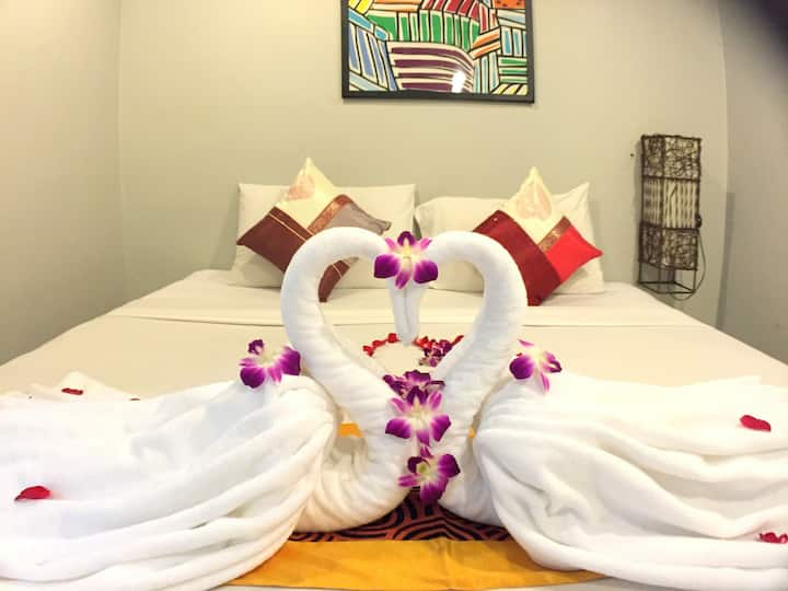 ♫ B Room for 2♥‿♥Enjoy night live patong & Beach ♫