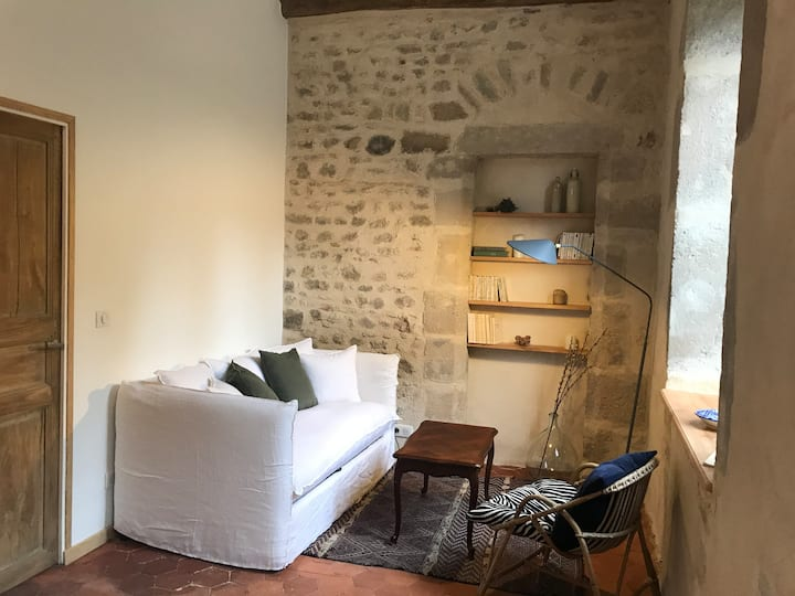 """Le Talleyrand"": Lovely flat & Private courtyard"