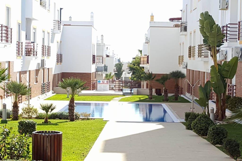 Zona comum - Jardins e piscina