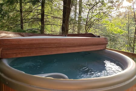 Hot Tub, WiFi, Arcade - Family Cabin - Hidden Chalet - Red River Gorge, KY!