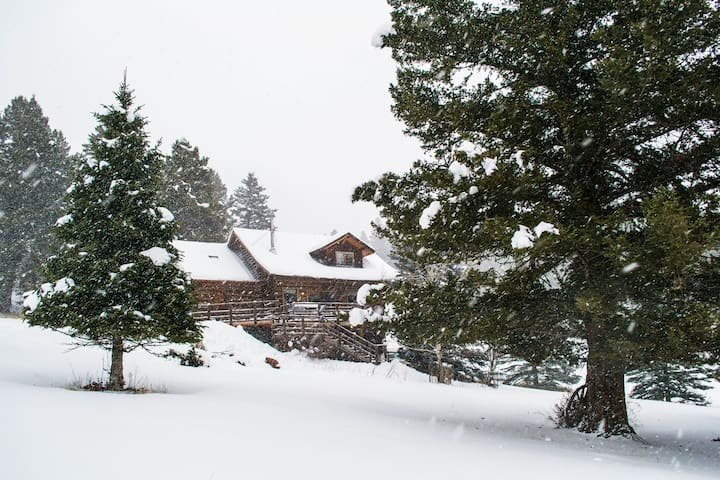 Bozeman Cabin in the Mountains by Bridger Bowl Ski