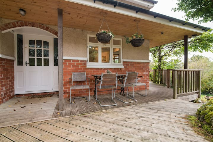 Cosy Tor Top Cottage, Bradwell