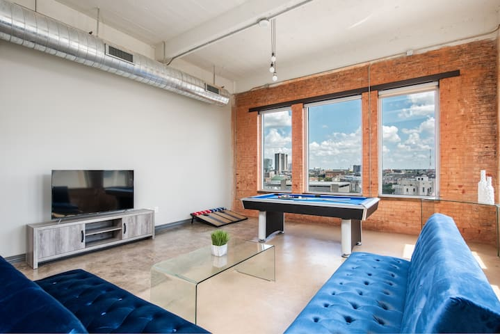 Lux Penthouse Near Convention Ctr. Wifi-Valet-Pool