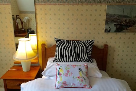1 free dinner+small double bed - Harrogate  - 独立屋