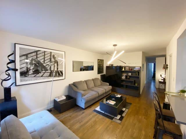 Super Clean Midtown Expansive Private Room with TV