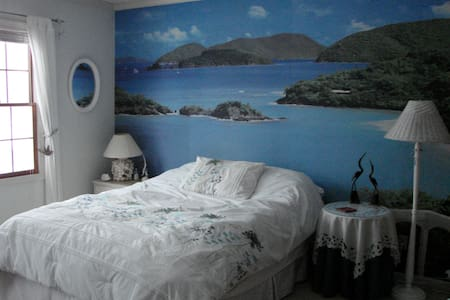 Guest Bedroom with island mural - Hudson - Ev
