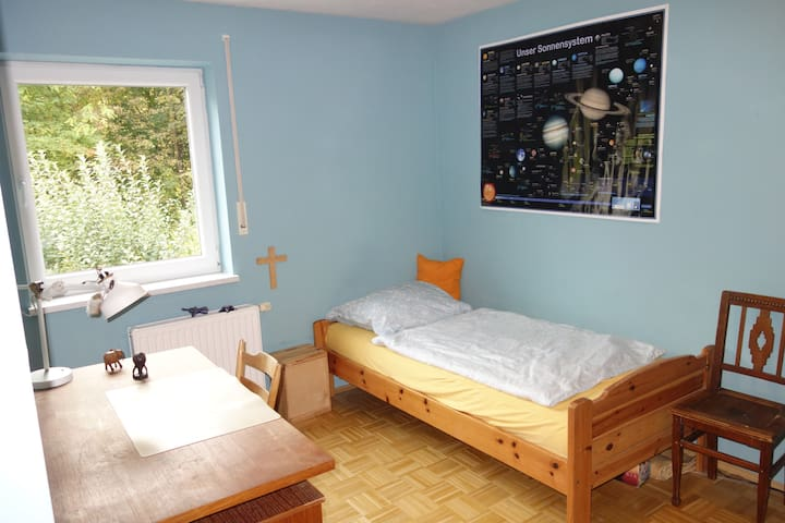 Zimmer im Grünen  15 Min. zum Marienplatz - Múnich - Casa