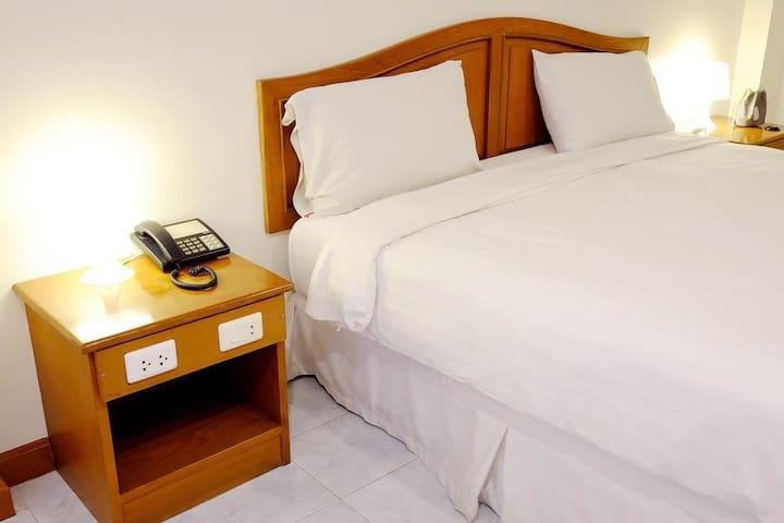 PJ Inn Pattaya : Apartment with Private Bathroom